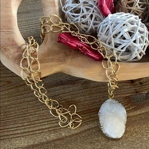 Jewelry - ✨NEW✨ White Drusy pendant long necklace in gold ✨